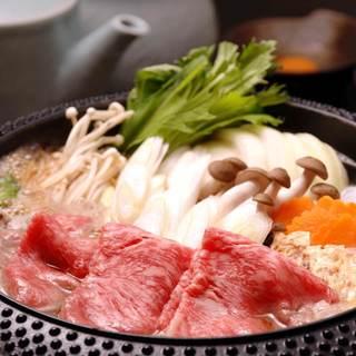 【黒毛和牛すき焼】秘伝の割下で煮込んだ絶品の味は通も唸らせる