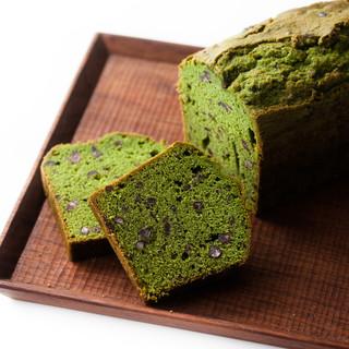 デカダンス ドュ ショコラ - 料理写真:三河西尾の抹茶を使用。抹茶と小豆のパウンドケーキ\1,800(税別)