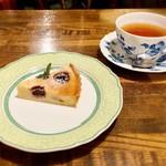 樹の花 - カッテージチーズとチェリーのタルト 北欧紅茶