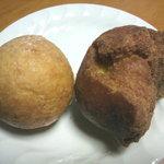 上間弁当天ぷら店 - 丸い揚げパン? ・サーターアンダギー