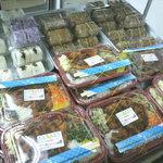 上間弁当天ぷら店 - 弁当やおにぎりもあります