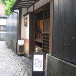 かみくら - 和風料亭を思わせる門構