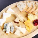 チーズとドライフルーツの盛り合わせ