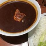 デリー - 皮付き子豚のカシミールカレー 限定15食 ソース大盛 ベリーベリーホット