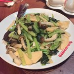 DRAGON酒家 - 季節野菜の青菜炒め