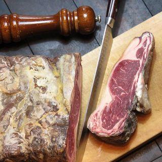 肉屋直営の本格熟成肉(ドライエイジングビーフ)