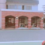 大屋冨幸  - 向かいの駐車場から撮影