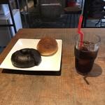 82487415 - カレーブレッドとチョコレートベーグルとアイスコーヒー。                       合計で税込920円。                       美味し。