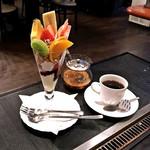 アプレゲール - 料理写真:ミニパフェ・フルーツ(550円)/ ブレンドコーヒー(400円)