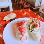 アボカドと苺のサラダ生春巻き