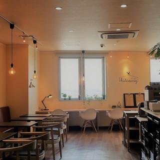 開放感に包まれた、シンプルモダンな空間でお食事を♪