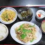 好運来 - チンジャオロース定食700円。 ご飯のおかわりは無料です。