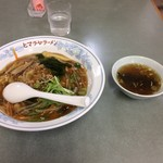 ヒマラヤラーメン - 中華丼、600円。