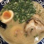 博多らーめん ShinShin - 煮たまごラーメン 700円