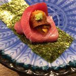 Hakatayoshiuo - とろウニ巻 本マグロと北海道の生ウニのコラボ 1巻480円 まぐろの肉厚さが物語っており、一口で食べてしまいましたが、マグロが主役!!おいしい。