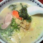 ラーメンショップ 西海 高尾駅前店 - 3回食べるとクセになる、「西海らーめん(\480)」。