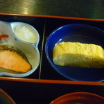 食事処桔梗 - 焼鮭、玉子焼き