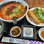 中華ダイニングバル ぱんだ - 日替わりランチ(担々麺)