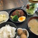 On Fleek kitahama - 煮込みハンバーグ