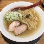 麺や 七彩 - 「小豆島の海の水とクラタペッパーの塩らーめん 並盛」920円