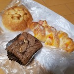 BOULANGERIE Ogawaya - 料理写真:こだわりの天然酵母パン