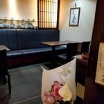 花筐 - 入口から左手のテーブル席
