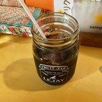 アリクイ食堂 - 食後のアイスコーヒー アイスだと一杯だけだが、ホットならセルフで飲み放題。このサービスもうれしい。