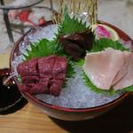 鶴我 - 会津の馬刺し盛り:赤身 タテガミ レバー1