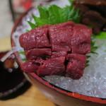 鶴我 - 会津の馬刺し盛り:赤身 タテガミ レバー2