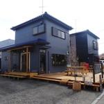 village cafe - 店舗(左)