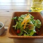 village cafe - ふーちゃんぷるー定食のサラダ