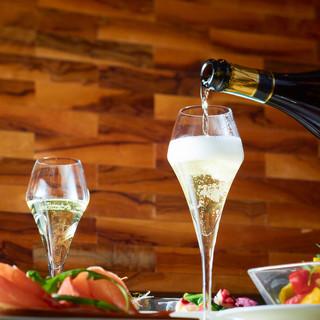 約40種類のイタリア産厳選ワイン!