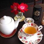 京甘堂 - 料理写真:フランスの伝統紅茶、マリアージュフレールです。紅茶6種類、緑茶2種類ございます。