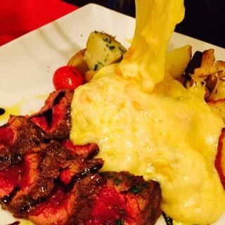 『肉レット』和牛タリアータにラクレットチーズをおかけします♪