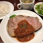 肉とワイン bonanza - 厚切りローストポーク 950円。