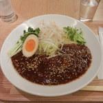 82530387 - 「ジャージャン麺大盛¥950」