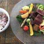 82531744 - 国産黒毛和牛赤身熟成肉と8種以上の有機野菜をココっと鍋でじっくり焼き上げる至高のランチセット