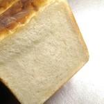 82535667 - 食パン断面。