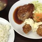 レストラン ベア - 「Bセット(カキフライ、ハンバーグ)」930円