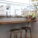 カフェ エ フロマージュ シニョン - テラスカウンター