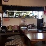 鈴乃屋 - 厨房前の席で
