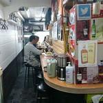 ナマステ・ネパール - NAMASTE NEPAL @板橋本町 店内奥テーブル席からカウンター席を望む