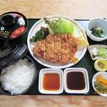 ともしげ - トンカツ定食…950円