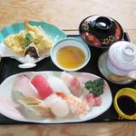 ともしげ - すし定食…1,680円