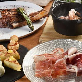 豪快な骨付き肉や季節の味覚を楽しませてくれるジビエ