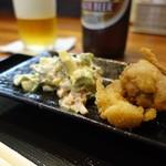 あい - 料理写真:お通しはポテサラと鶏唐揚げ