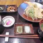 82548221 - 地魚と鎌倉野菜の天ぷら和膳2000円