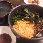 やきにく・や - ビビンバと豆板醤タレと、わかめのスープ