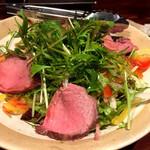 銀しゃりDining灯戸 - ローストビーフのサラダ