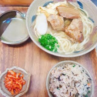 スープは豚骨と魚介の掛け合わせ